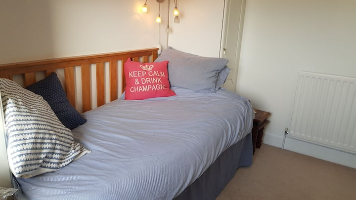 Bright single/Double Room - 2 guests by request