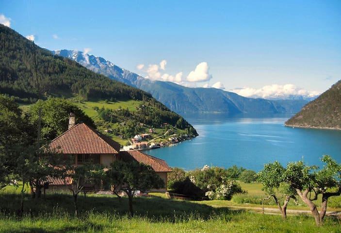 Kårhuset, stor villa m fjordutsikt