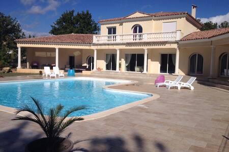 Magnifique Villa de 200 m2 avec piscine - Draguignan - วิลล่า