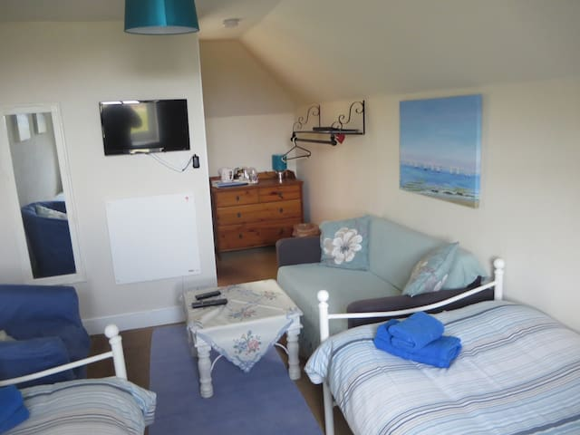 Lovely Twin Ensuite Room in Morar, near the beach.
