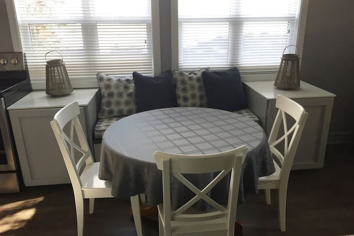 Newly Renovated  4 bedroom Dartmouth Apartment - Dartmouth - アパート