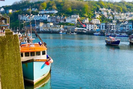Looe, Quayside house with views. Sleeps 6