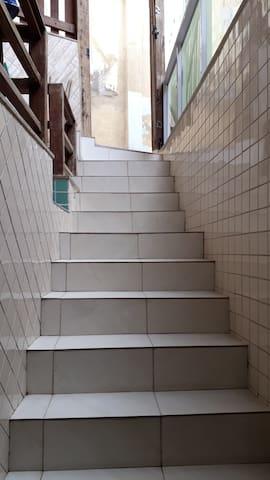 Escada que dá acesso a Casa