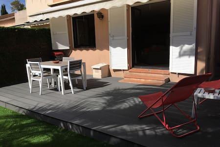 Coquet rez de jardin 2 pièces dans résidence - Mougins