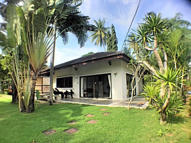 3-Bedroom Beach Vacation House at Bankrut
