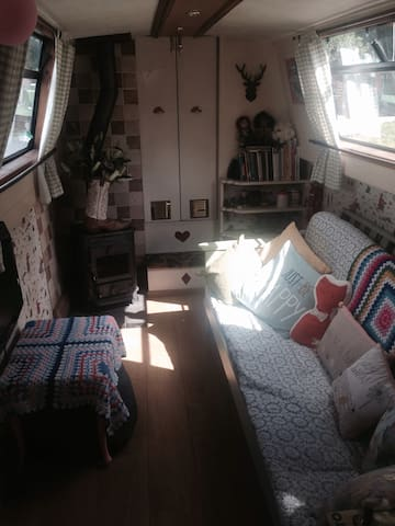 sweet, quirky narrowboat, Lancashire- come aboar! - Hoghton - Barco