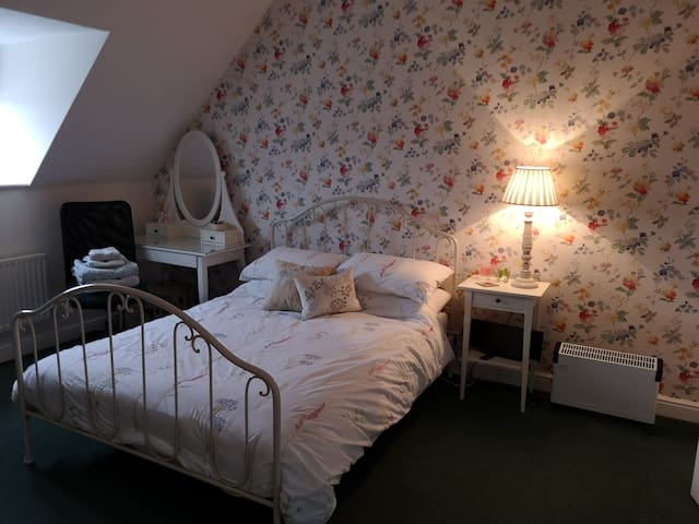 Self contained double ensuite bedroom in Daventry