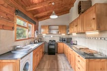 Fully equipped kitchen and there's cooler box to take with you on picnic.
