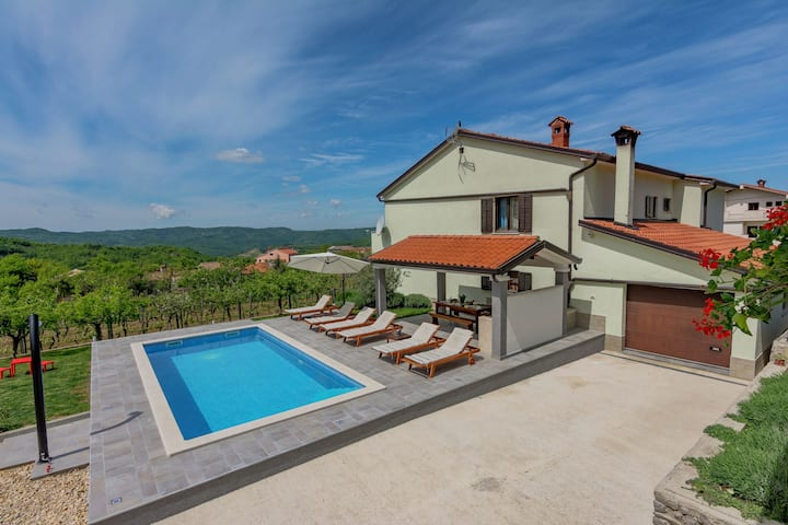 Spacious Apartment in Pazin with Pool