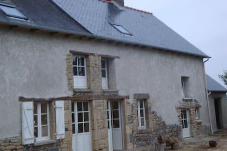Chambre Bleue dans maison de caractère au calme - Saint-Thual - 단독주택