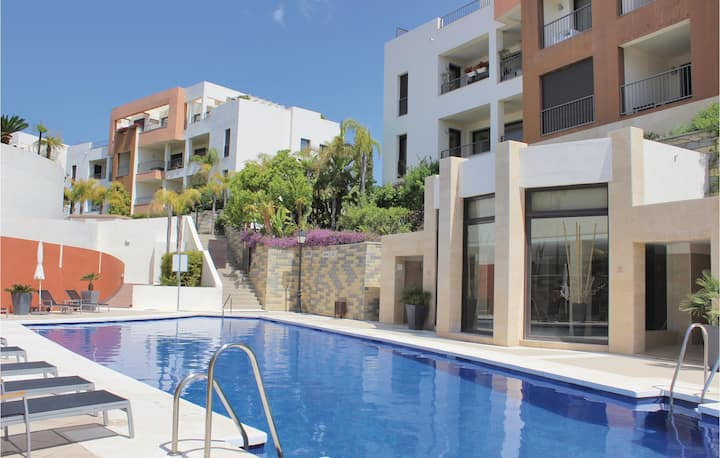 Amazing home in Los Monteros with Jacuzzi, WiFi and 2 Bedrooms