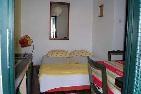 Комната в частном доме - เคียฟ - บ้าน