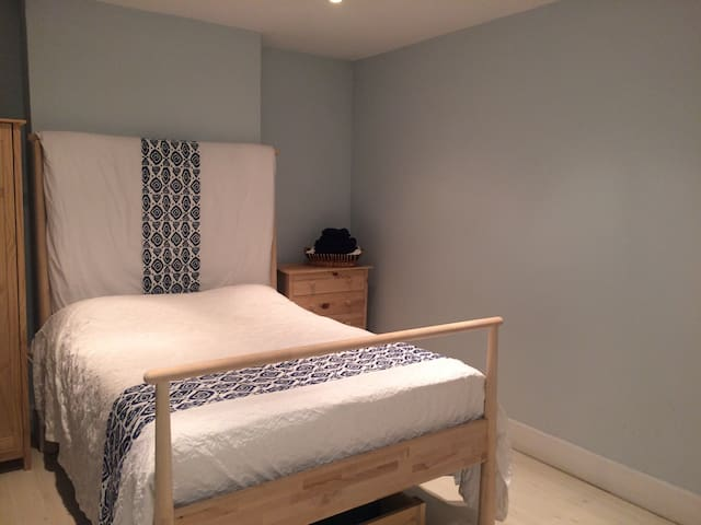 Blue Room in Hipstery Walthamstow! - London