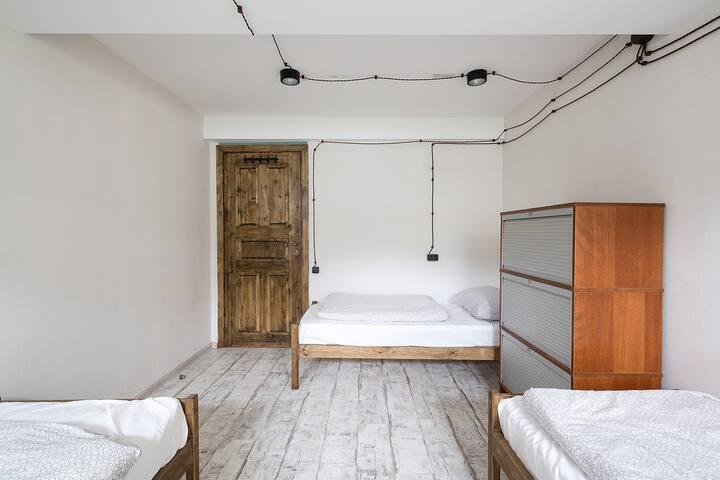 Кровать в номере для 4х (Автор - Таганка) 2-3