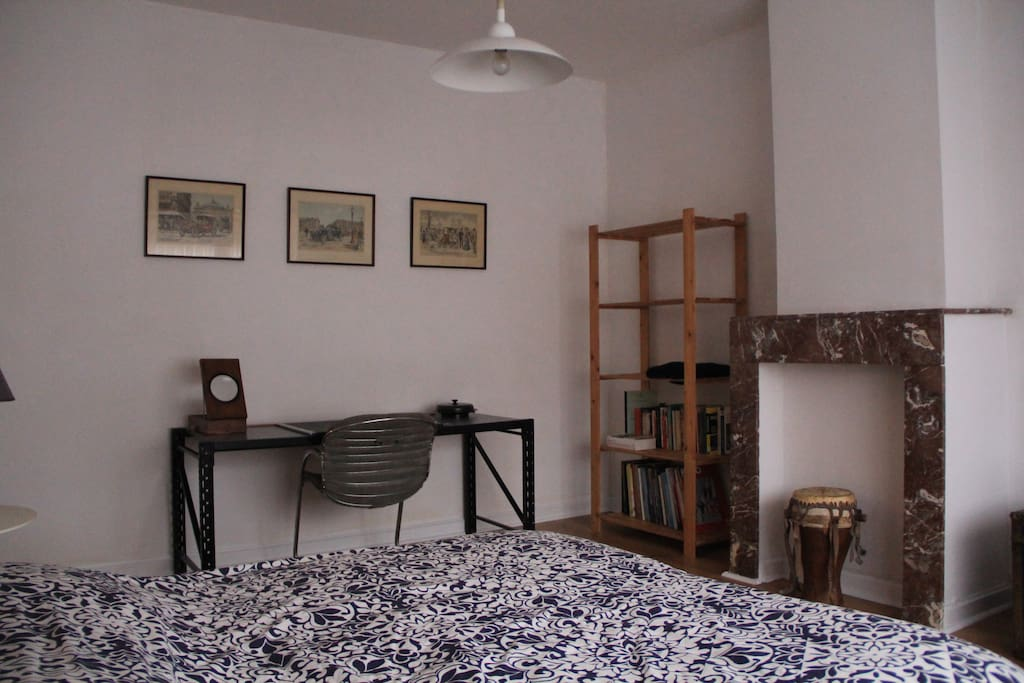 large bedroom, double bed, 100% dark at night, TV set