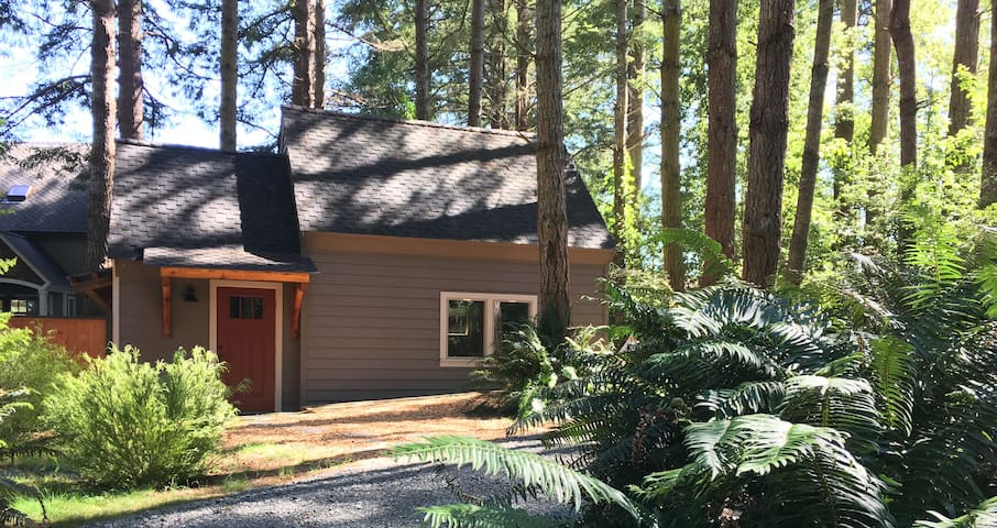 Tidy Tiny Home in Peaceful Place - McKinleyville - Bungalow