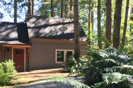 Tidy Tiny Home in Peaceful Place - McKinleyville - Bungaló