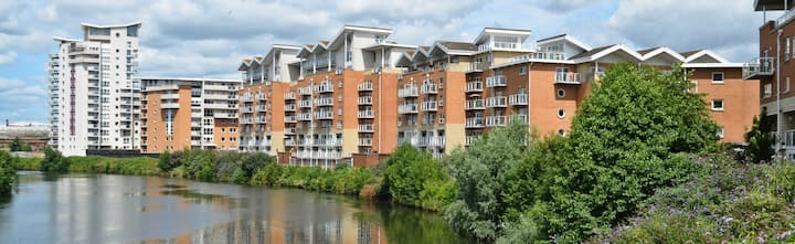 Stunning Cardiff Bay apartment - sleeps 6 people