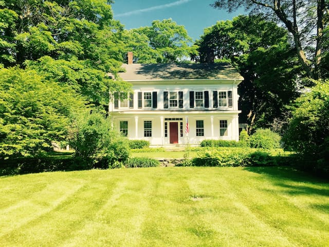 Large Historic Estate on Valley Pond in Sherman CT - Sherman - Hus