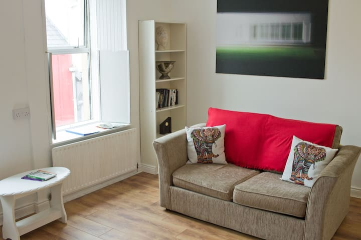 1st Floor Apartment - Upper Bridge St, Town Centre