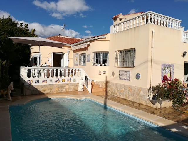 villa8+ personnes piscine +patio cuisine ext +wifi