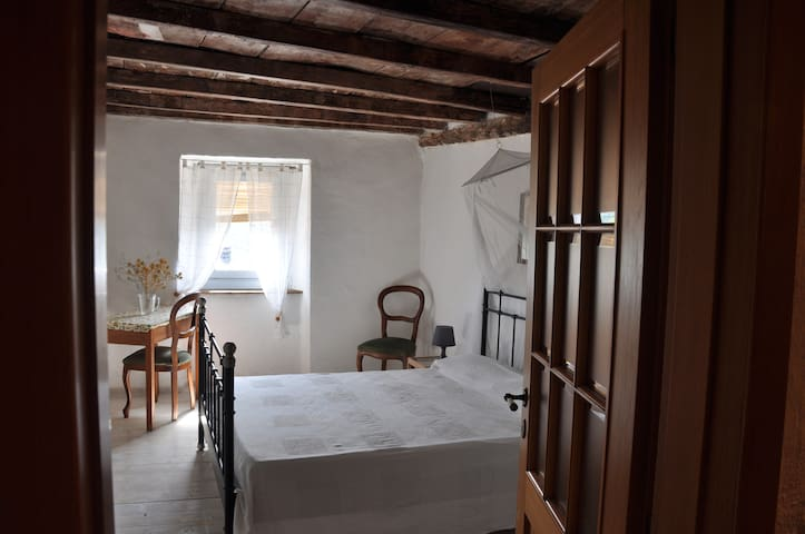 """Appartamento """" Rondini """" , two rooms with double beds and one bathroom"""