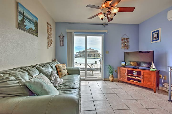 Canalfront 1BR Rockport Cottage w/Gulf Views - Rockport