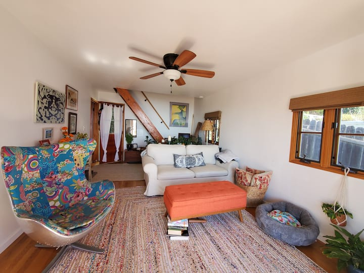Entire House, Bright, Ocean View Cottage, Sleeps 4