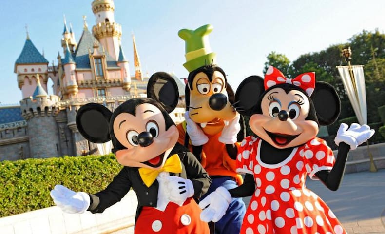 DISNEY  ESCAPE! GREAT UNIT FOR 4, POOL, SHUTTLE