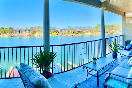Luxury Condo with Spectacular 180° Lakefront View!
