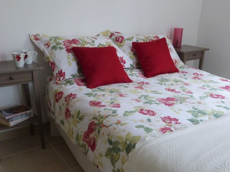 Chambre des Roses, bright and airy double bedroom.