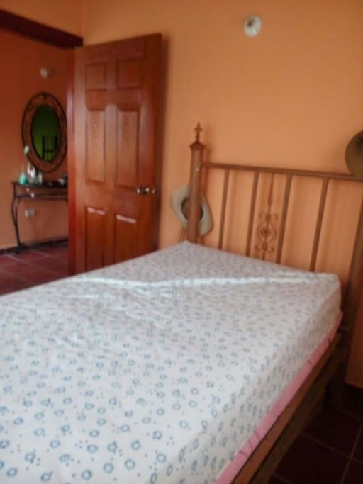Comfortable mountain house in ojojona maisons louer for Cama unipersonal