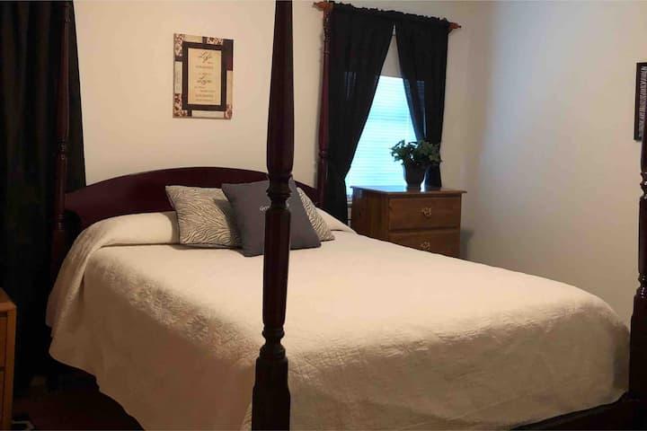 Queen bedroom-La Grange/Goldsboro/Kinston area