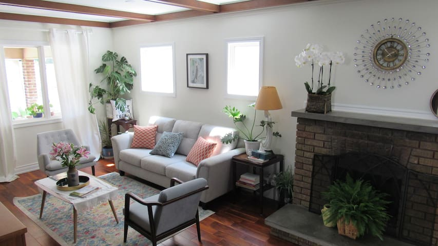 Chic Room With Twin Beds Minutes From The Falls!