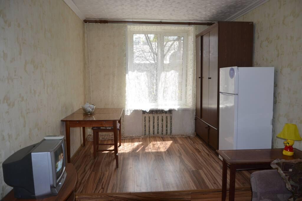 Комната очень тихая, просторная и светлая