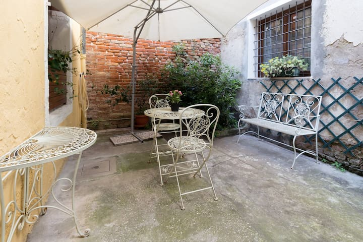 Private patio!Near station & 1 minute to waterbus