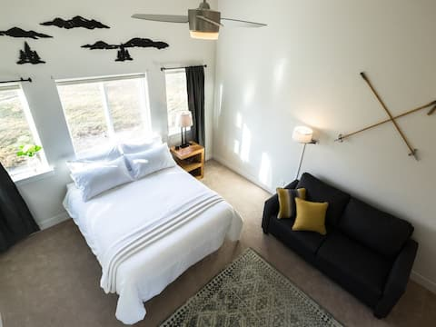 Huge Master Queen bedroom with out pullout sofa, Smart TV, and ensuite bathroom