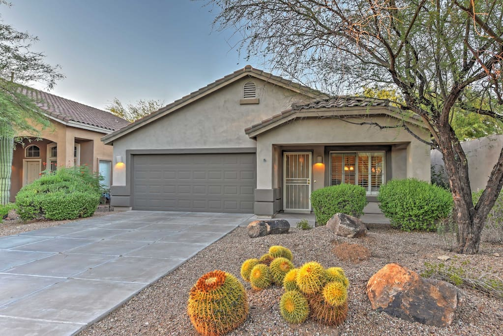 Upon arrival, you'll be invited right up to the front door by the lovely Arizona plants!