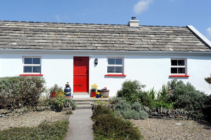 The Red Stonecutters Cottage - Doolin - Chalet