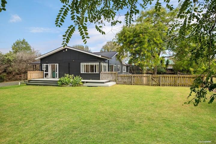 Luxurious Kiwi Lifestyle Home Spacious & Renovated