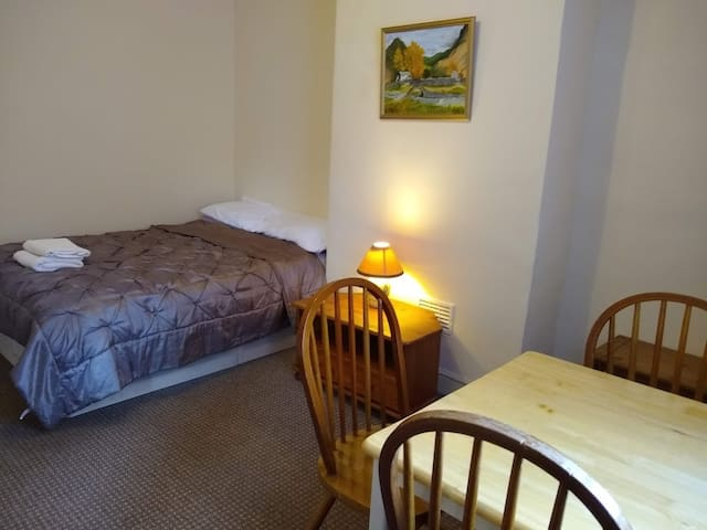 ARMLEY DOUBLE with easy access to Leeds.