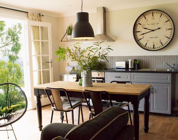 Stunning private suite with outdoor living Views! - Worongary - Gæstesuite