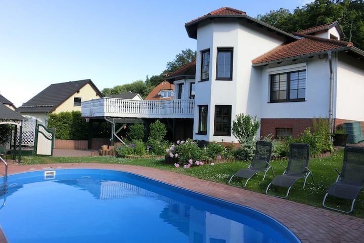 Royale villa met een privézwembad in de romantische Harz