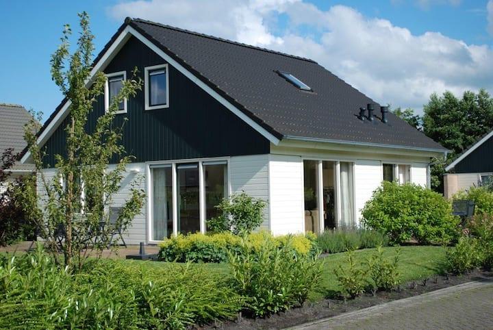 Luxe vakantievilla op vakantiepark Drenthe