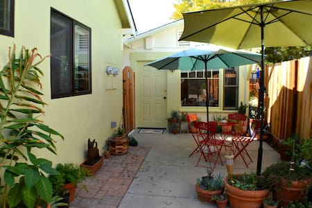 Downtown Heart of Solvang Cottage - Bungalow