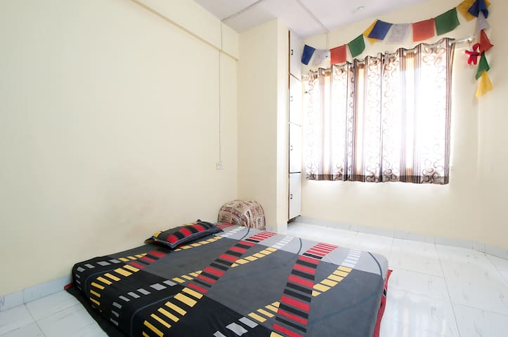 Spacious double bedded pvt. room in Hiranandani :) - Mumbai - Wohnung