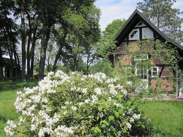 Kleines Backhaus auf dem Hof ACHT EICHEN