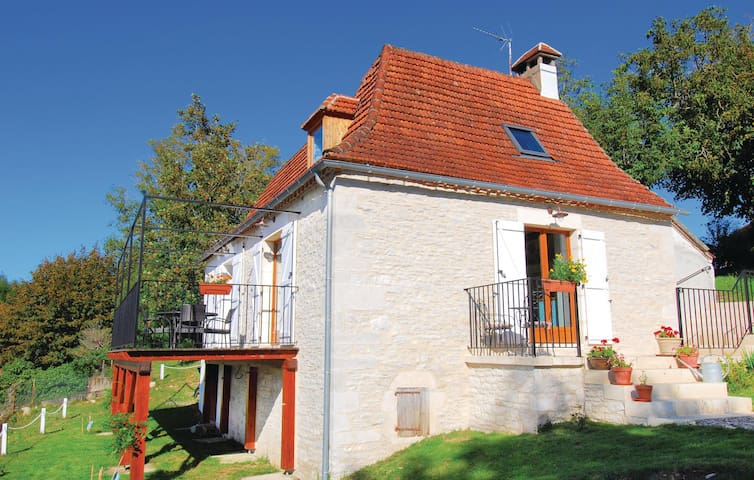 Holiday cottage with 2 bedrooms on 90 m² in Le Bougayrou