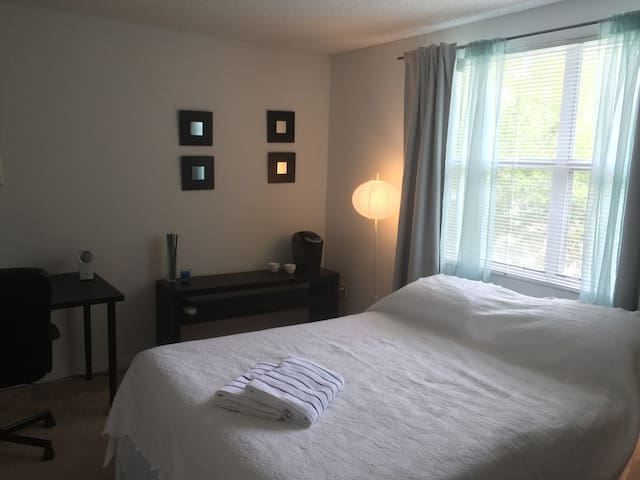 Cozy & Quiet Private Suit-Style Room in Weston - Weston - Apartamento
