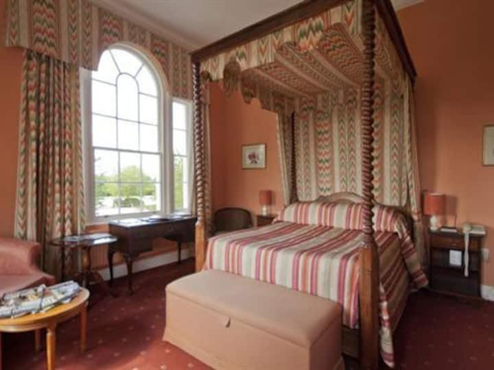 Four Poster En-suite at Corse Lawn House Hotel